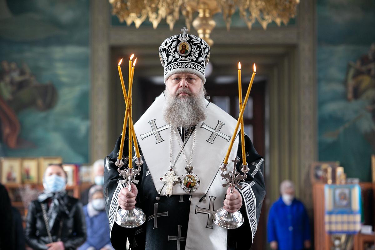 Глава Донской митрополии в семинарском храме вручил клирикам Волгодонской епархии Патриаршие и иерархические награды