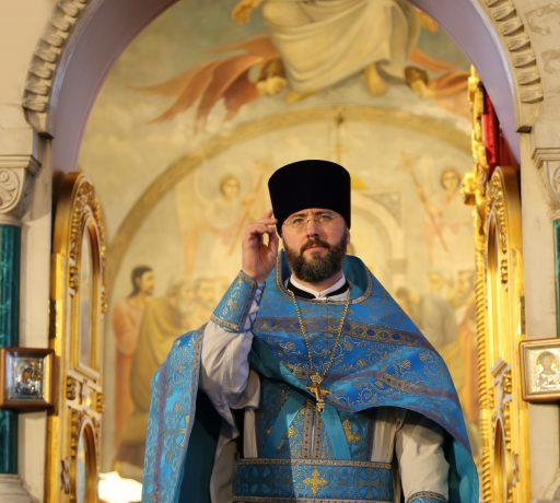 В праздник Благовещения Пресвятой Богородицы ректор ДДС совершил Божественную литургию в семинарском храме