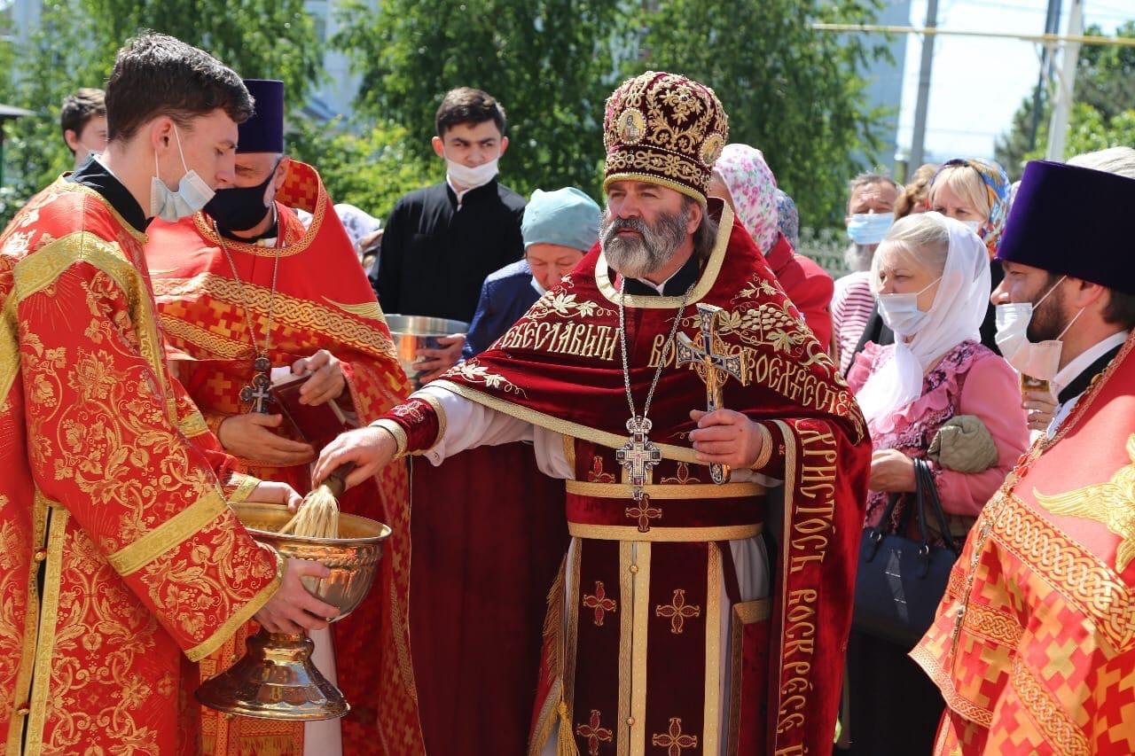 26 мая, в день Престольного Праздника, в семинарском храме Преполовения Пятидесятницы была совершена Божественная Литургия