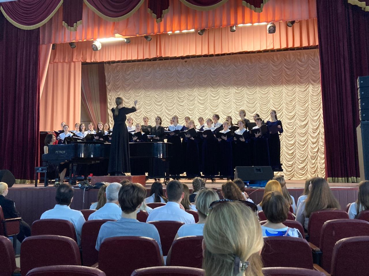 Дирижирование и работа с хором — «хорошо» и «отлично»